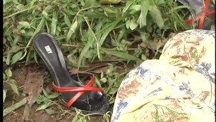 Bombshell Shemale And Tarzan In The Jungle – Gentlemens Video